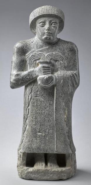 Statua di Gudea con un vaso da cui fuoriesce acqua, 2120 a.C. © Musée du Louvre